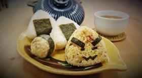 蟹肉飯糰(黑胡椒與泡菜口味)