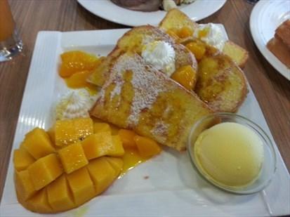 芒果雪糕超好味不過溶得太快,不過用唻點吐司食都超好味,可惜佢甜品都咁飽肚